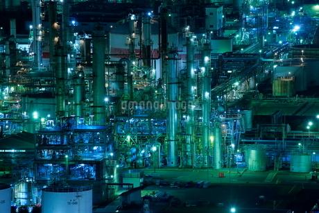 三重県 四日市コンビナートの夜景の写真素材 [FYI02668698]