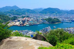 鼓岩より尾道水道と向島の眺望の写真素材 [FYI02668872]
