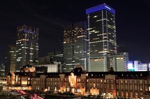 東京駅丸の内駅舎の夜景の写真素材 [FYI02668887]