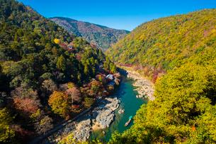 京都 嵐山 秋の保津峡の写真素材 [FYI02669005]