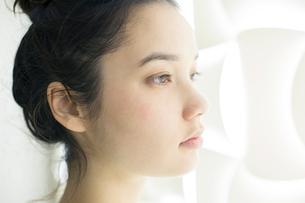 20代ナチュラルメイクの外人モデルの写真素材 [FYI02669068]