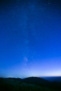 竜王山より星降る夜の写真素材 [FYI02669098]