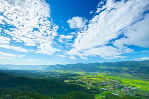 阿蘇パノラマラインより南阿蘇村の写真素材 [FYI02669147]