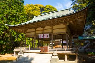 萩城跡の中に鎮座する志都岐山神社の写真素材 [FYI02669154]