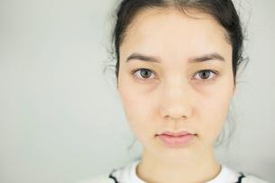 20代ナチュラルメイクの外人モデルの写真素材 [FYI02669399]