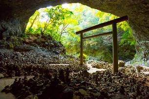 天岩戸神社の仰慕ケ窟の写真素材 [FYI02669557]