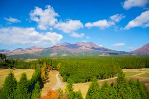 阿蘇山と周辺の山々の写真素材 [FYI02669768]