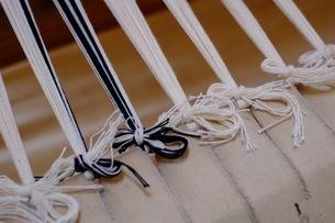 機織作業の経糸を結んだ所の写真素材 [FYI02669779]