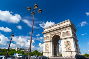 凱旋門と夏空の写真素材 [FYI02669912]