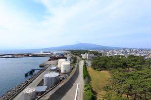 びゅうおから眺める沼津市街と富士山の写真素材 [FYI02670147]
