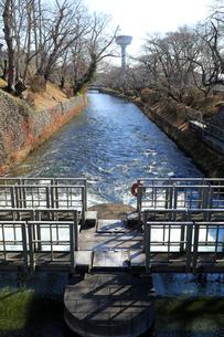 羽村取水堰の水門の写真素材 [FYI02670202]