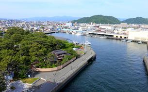 びゅうおから眺める沼津市街と沼津港の写真素材 [FYI02670312]