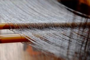 機織作業の綾棒の写真素材 [FYI02670458]