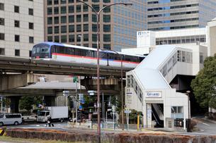 東京モノレールと天王洲アイル駅の写真素材 [FYI02670481]