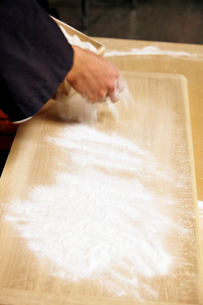 手打ち蕎麦のそば粉イメージ写真の写真素材 [FYI02670524]