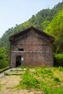 赤レンガ建築の旧東平第三変電所の写真素材 [FYI02670656]