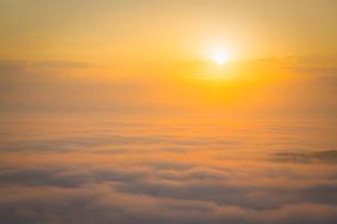 高谷山より朝日と霧の海の写真素材 [FYI02670866]