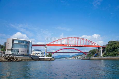 音戸の瀬戸にて音戸大橋と第二音戸大橋の写真素材 [FYI02670961]