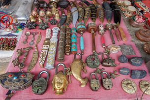 ネパール 骨董品屋の品物の写真素材 [FYI02670994]