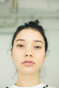 20代ナチュラルメイクの外人モデルの写真素材 [FYI02671096]