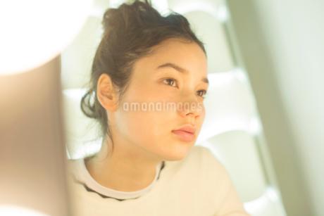 20代ナチュラルメイクの外人モデルの写真素材 [FYI02671098]
