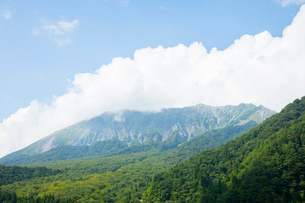 鍵掛峠より夏の大山の写真素材 [FYI02671265]