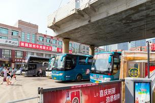 大連建設街,長距離バスターミナルの写真素材 [FYI02671271]