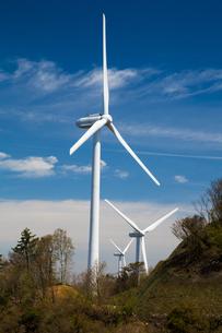 青山高原の風力発電施設の写真素材 [FYI02671381]