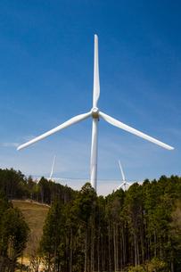 青山高原の風力発電施設の写真素材 [FYI02671384]