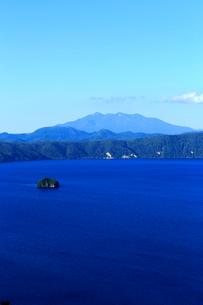 第一展望台から見た摩周湖の写真素材 [FYI02671395]