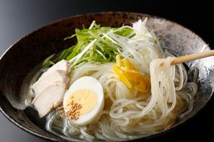 柚子塩冷麺の写真素材 [FYI02671546]