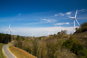 青山高原の風力発電施設の写真素材 [FYI02671678]