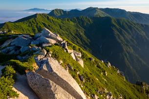 中央アルプス 空木岳より木曽駒ケ岳と乗鞍岳の写真素材 [FYI02671694]