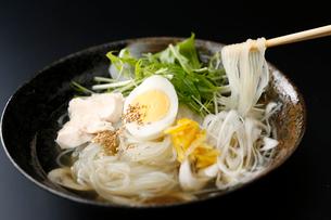 柚子塩冷麺の写真素材 [FYI02671808]