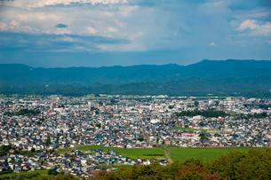 御成山公園 からの米沢市の写真素材 [FYI02671825]