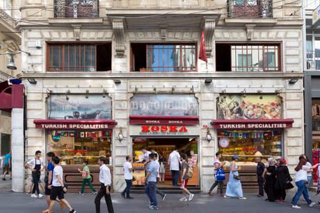 イスタンブール、イスティクラル通りの写真素材 [FYI02671828]