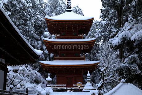 1月 雪化粧の長命寺-近江の古刹-の写真素材 [FYI02671873]