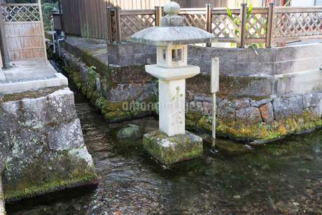 中山道醒井宿 地蔵川と十王水の写真素材 [FYI02671880]