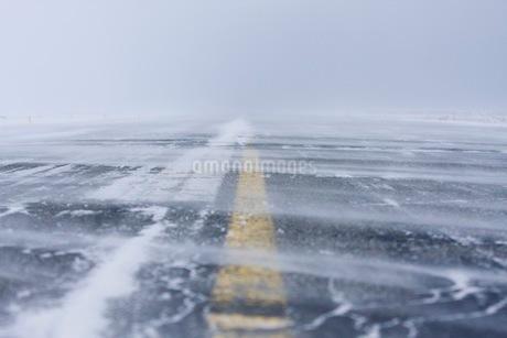 凍った滑走路の写真素材 [FYI02671967]