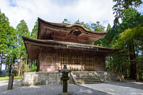 秋の被叡山延暦寺 戒壇院の写真素材 [FYI02672008]