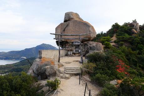 11月 小豆島の重岩(かさねいわ)の写真素材 [FYI02672066]