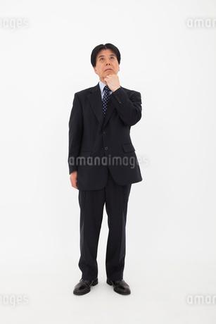 スーツを着た男性の写真素材 [FYI02672111]