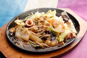 熱々海鮮五目あんかけ麺の写真素材 [FYI02672121]