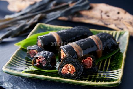昆布の紅鮭巻きの写真素材 [FYI02672181]