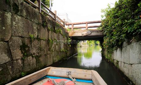 5月 緑の柳川川下りの写真素材 [FYI02672240]