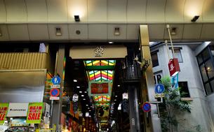5月 京都の錦市場の写真素材 [FYI02672243]