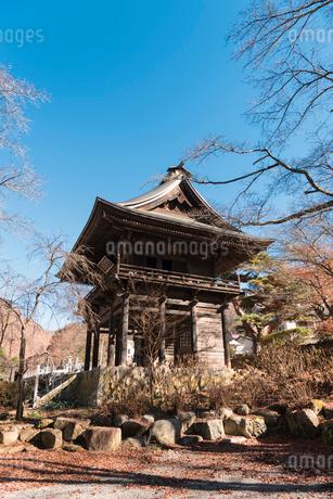 景徳院の山門の写真素材 [FYI02672296]