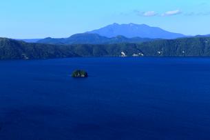 第一展望台から見た摩周湖の写真素材 [FYI02672523]