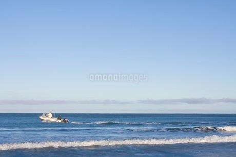海をゆくボートの写真素材 [FYI02672558]
