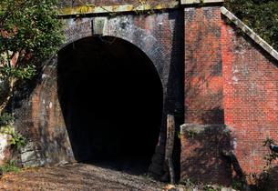 12月 紅葉の愛岐トンネル群 近代化産業遺産の写真素材 [FYI02672566]